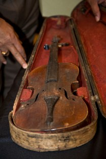 violin or fiddle 2010-12444.jpg